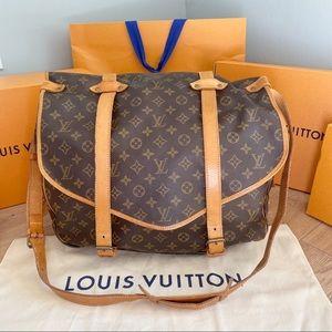 💞SAUMUR 43💞 Authentic Louis Vuitton Crossbody!